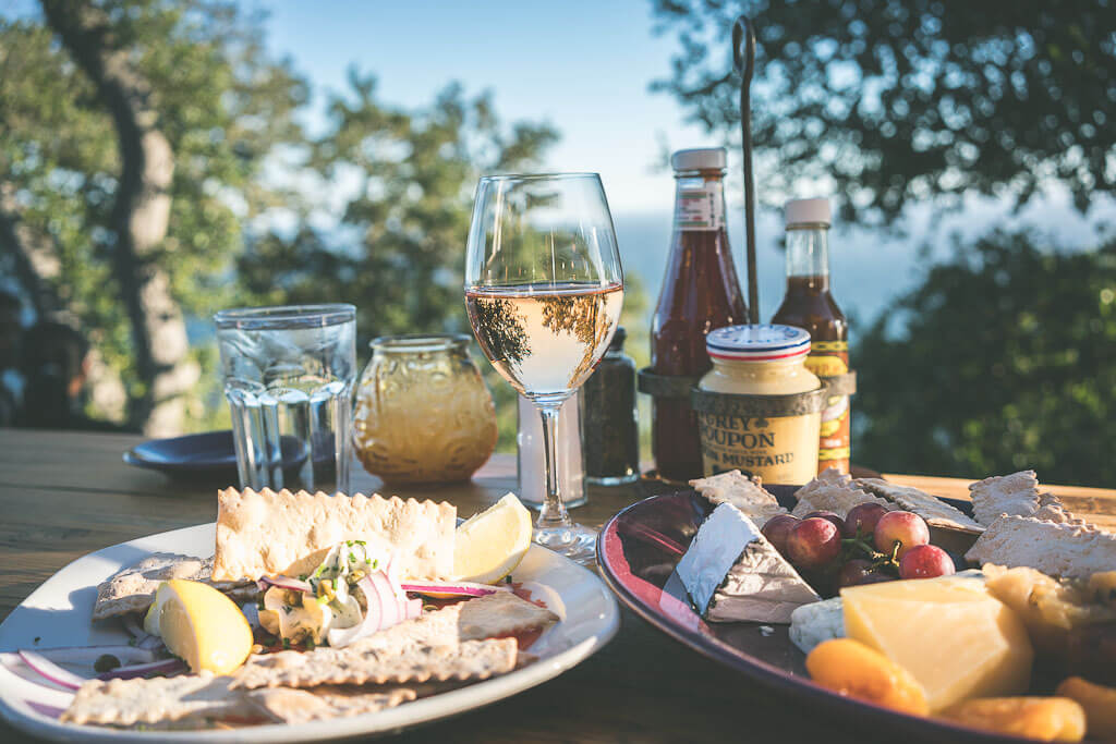 Where to eat in Big Sur? Big sur dining guide with Nepenthe and Cafe Kevah for breakfast and dinner